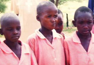 Müssen ohne Blick am Abend auskommen: Kinder in Nigeria.