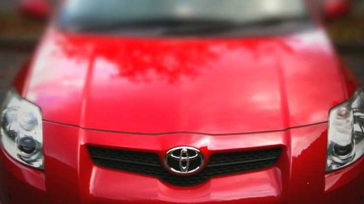 toyota-auris-red