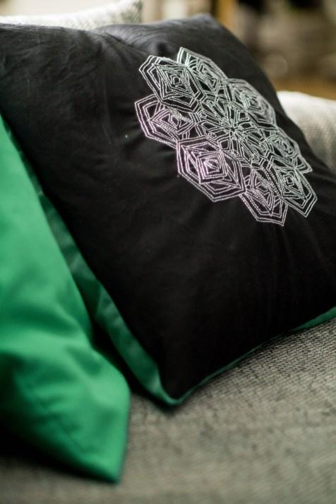 Kissen DIY Nähen Sticken Hotelverschloss schwarz weiß grün Samt-11