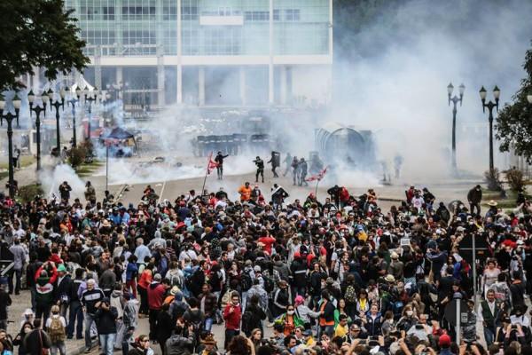"""Beto Richa: """"Os policiais ficaram parados"""""""
