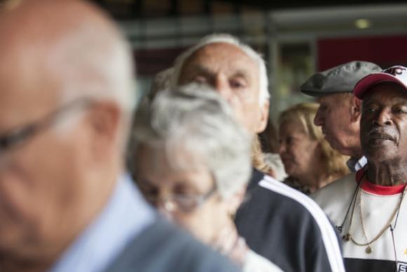Dilma veta extensão da regra de reajuste do salário mínimo para aposentadorias