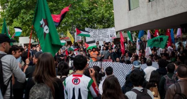 Grande manifestação frente à embaixada israelense no Chile em apoio à Intifada palestina