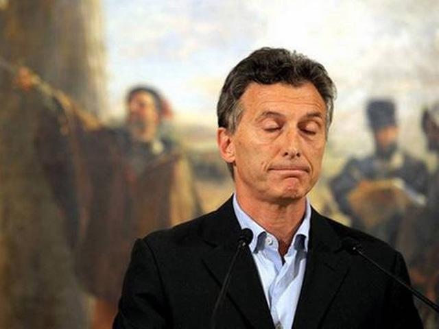 Governo Macri: censura, liberalização do mercado, apagão informativo, demissões, decretos, repressão, impunidade judicial e prisão