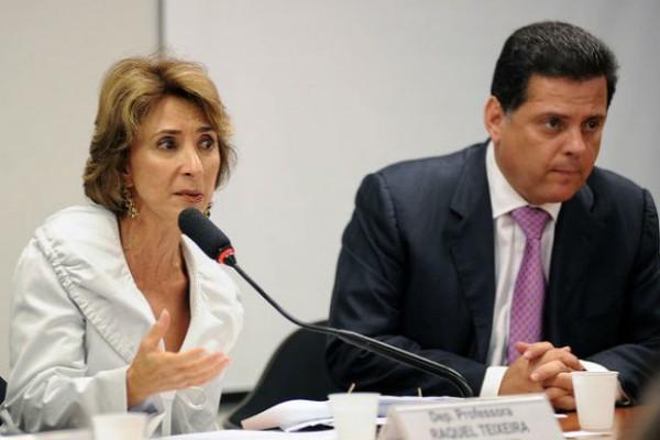 Marconi decreta o fim do concurso público para os professores em Goiás