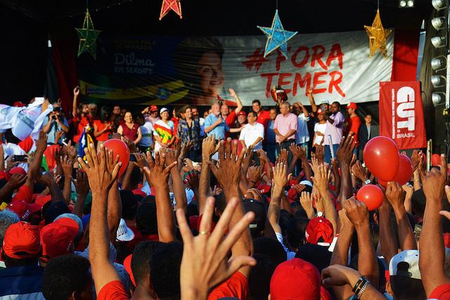 MST realiza série de ações contra impeachment e a favor da reforma agrária