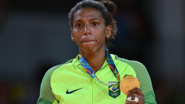 Ouro no futebol dá a cada jogador R$ 500 mil. Rafaela ganhou R$ 35 mil