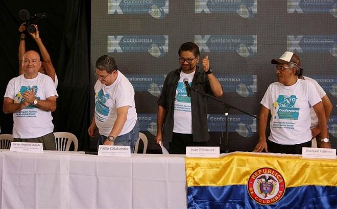 Colômbia: em encerramento de conferência, FARC anunciam aprovação de acordo de paz