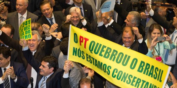 lm_camara-deputados-aprova-pec-241-16-366-votos_00710102016-article-header