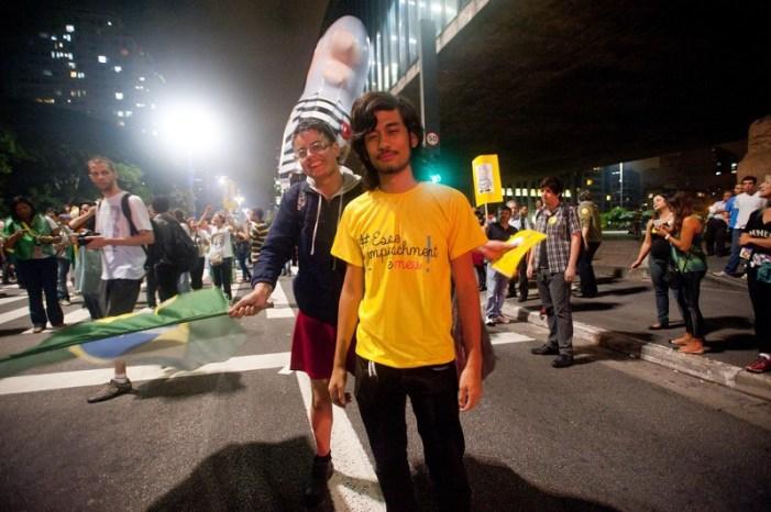 MBL financia grupos para agredir estudantes nas escolas ocupadas em Curitiba