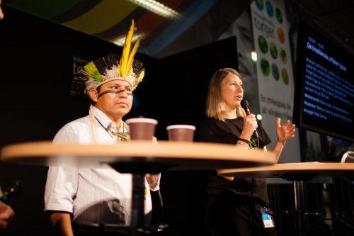 Suécia: liderança Guarani-Kaiowa denuncia a deputados acordo de exportação de carne produzida em áreas onde indígenas foram assassinados