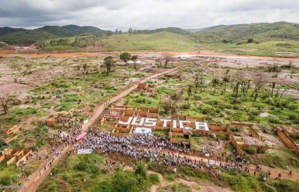 """Documento final da Marcha e do Encontro """"Um ano de lama e luta"""""""