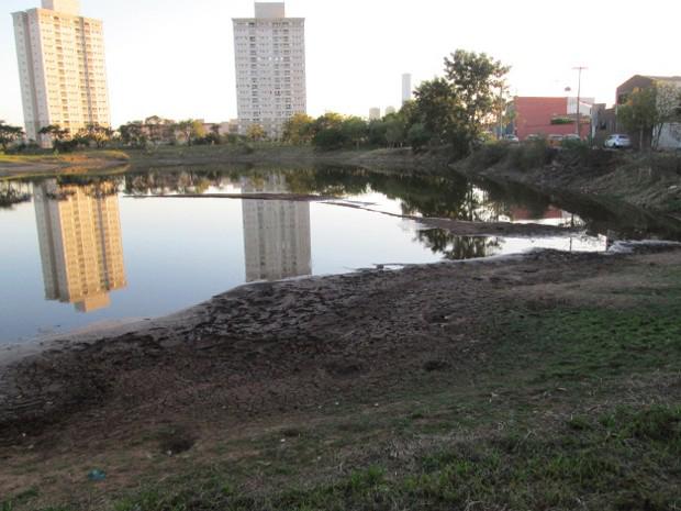 Descarte inadequado de lixo e entulho em área de recarga compromete Aquífero Guarani