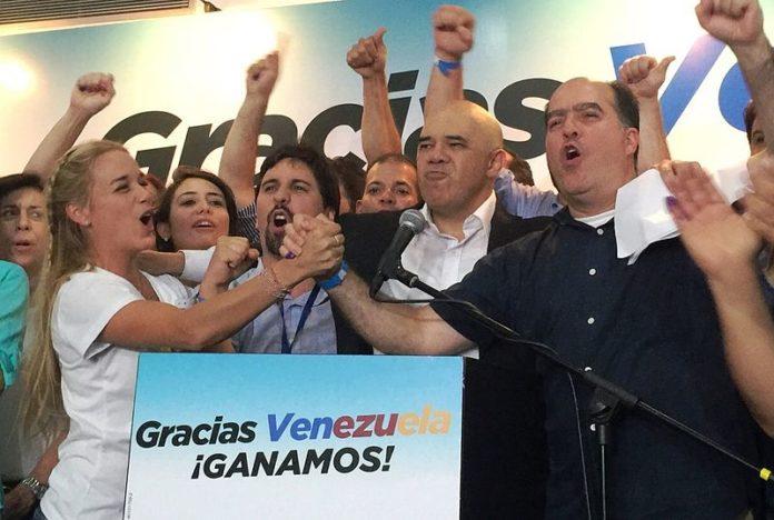 Venezuela: Oposição quebra trégua e retomará acusações contra Maduro
