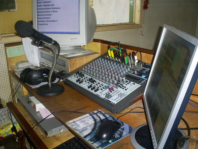 Haddad sanciona lei que cria política de fomento às rádios comunitárias
