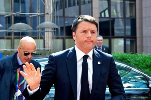 """Renzi promete reconstruir Itália """"sem respeitar regras tecnocráticas de Bruxelas"""""""