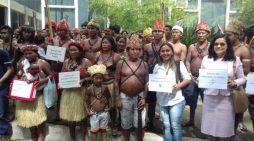 Indígenas entregam abaixo-assinado ao governo contra barragens no Tapajós