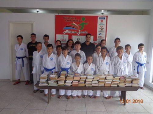 Escritor fraiburguense doa 343 livros para Biblioteca Comunitária Alisson Zonta