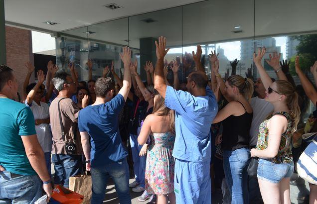 Trabalhadores da emergência do Celso Ramos vão parar 4h por dia até terça-feira (24/1)