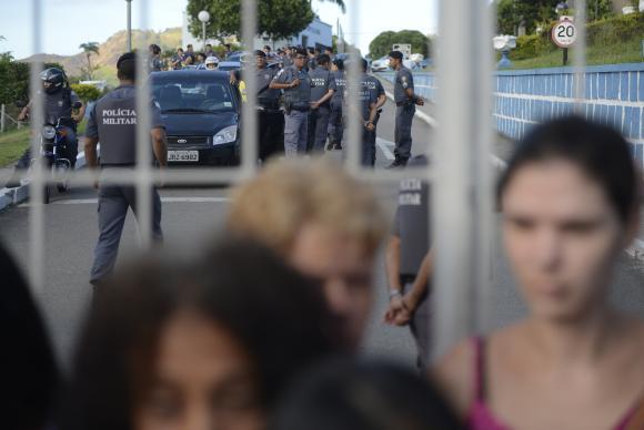 Mulheres continuam em frente aos batalhões e policiais não voltam às ruas no ES