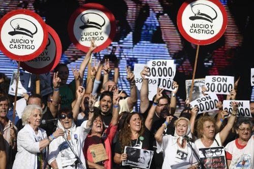 Argentinos saem às ruas para lembrar vítimas de ditadura militar e denunciar retrocessos em direitos humanos