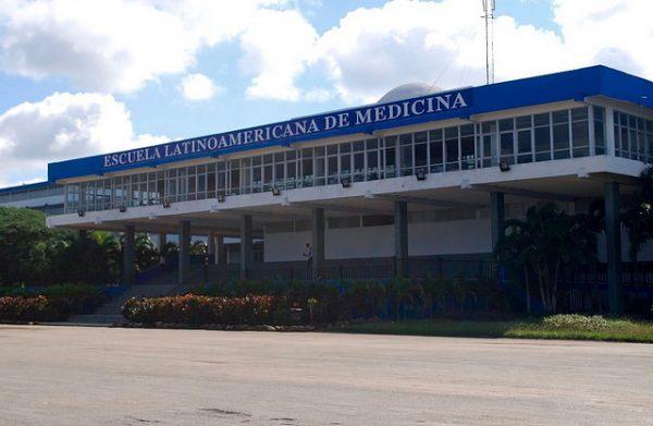Cuba oferece mil bolsas de estudo de medicina para FARC e governo da Colômbia