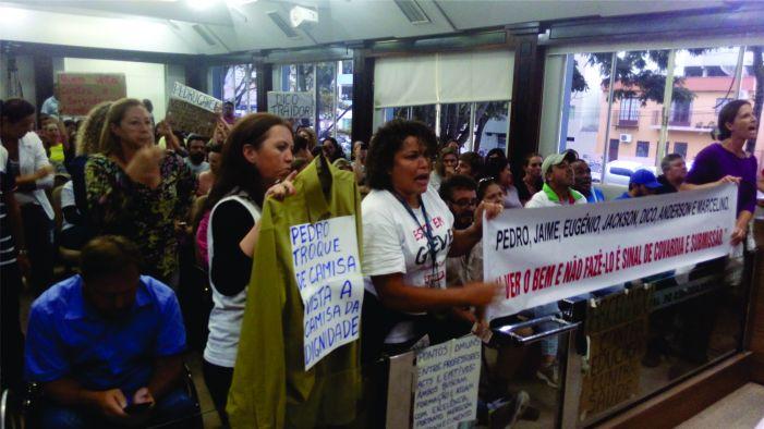 Aprovação de projetos deixa servidores indignados e greve se fortalece