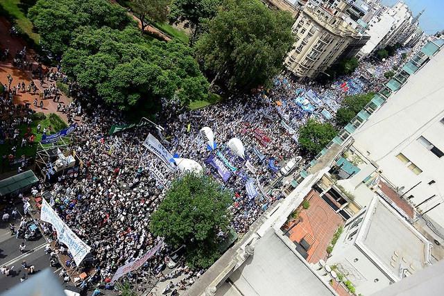 Professores estendem paralisação na Argentina por aumento de salários