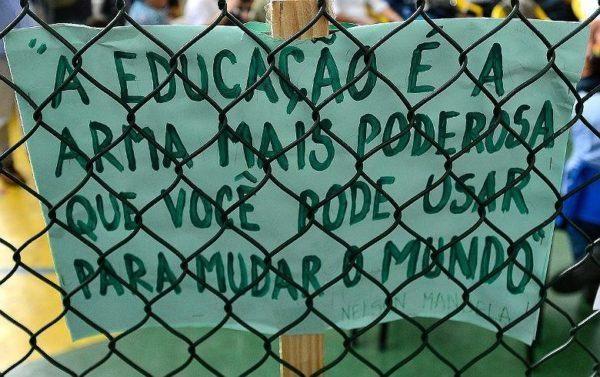 Cartaz em protesto contra movimento Escola Sem Partido | Foto: Arquivo/EBC