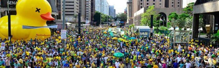 """Manifestantes pró-golpe voltam às ruas neste domingo e proíbem """"Fora Temer"""""""