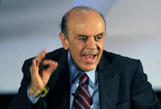 Especialistas rebatem proposta de Serra para tirar regras eleitorais da Constituição