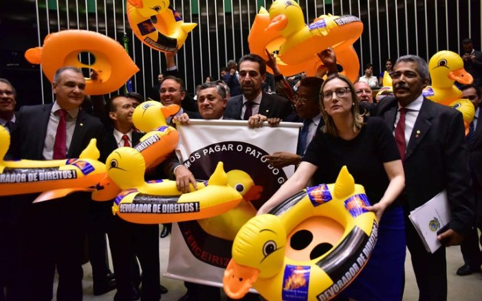 Precarização: Deputados aprovam terceirização