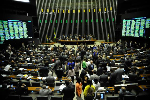 Parlamentares articulam criação de fundo com recursos públicos para bancar multas no TSE. Foto: Agência Brasil