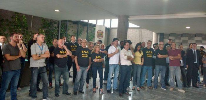 Sindicatos criticam decisão do STF. Policiais federais aprovam estado de greve