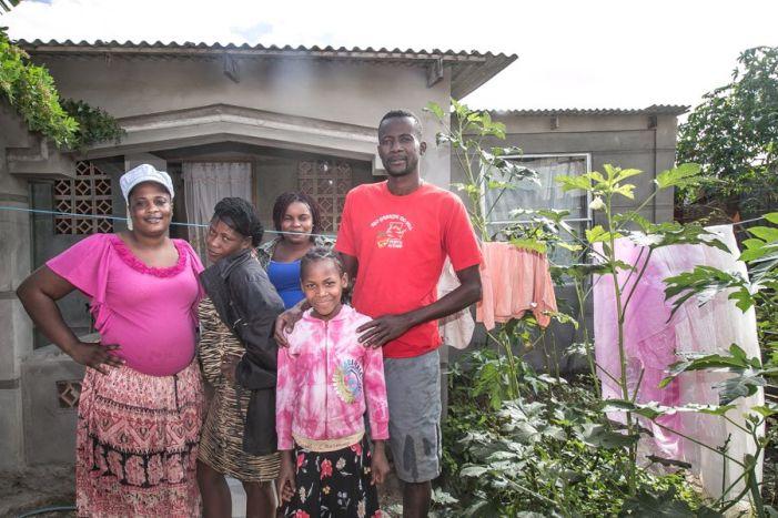Progresso: a ocupação que se tornou o lar de centenas de haitianos em Porto Alegre