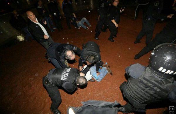 Brutal repressão policial a professores e professoras em Buenos Aires