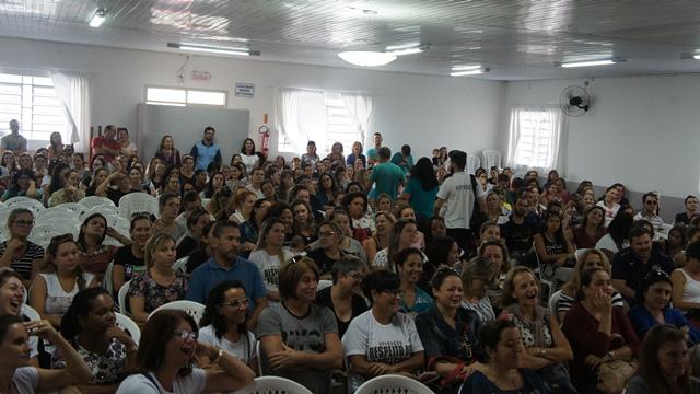Servidores em educação de Sao José aprovam fim da Greve