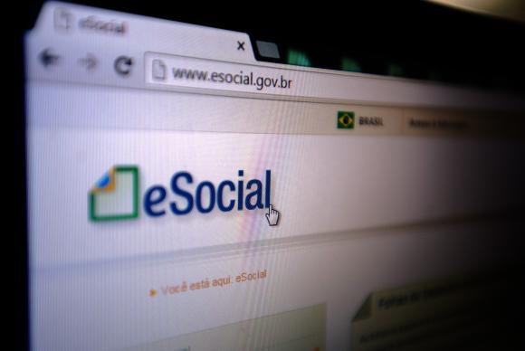 Recolhimento de impostos na contratação dos empregados domésticos pelo eSocial começou em novembro de 2015 (Foto: Marcelo Camargo/Agência Brasil)