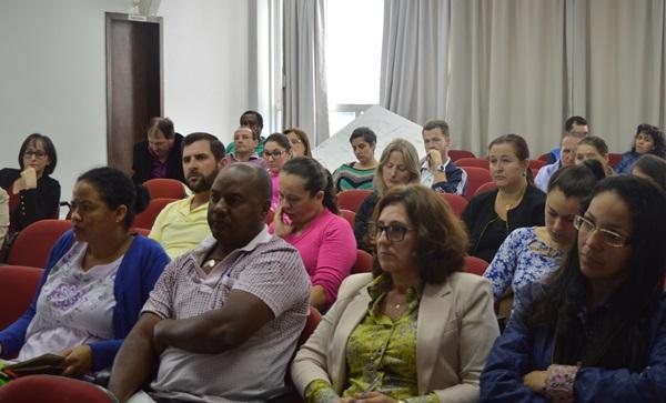 Educadores/as estudam Sociologia em etapa do Curso de Formação Continuada