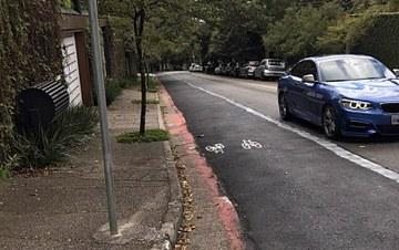 Ciclistas 'refazem' ciclovia que gestão Doria apagou no Morumbi