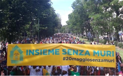 100 mil marcharam em Milão contra os muros e pelo acolhimento