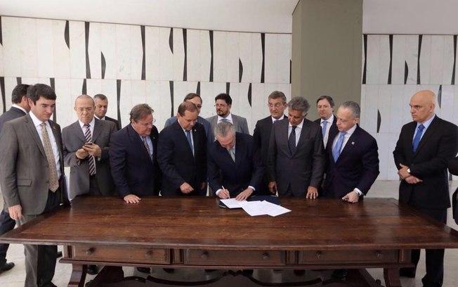 Aliados pedem renúncia de Temer e Ministros devem entregar cargos ainda hoje