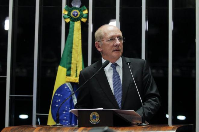 """""""Quem quer eleição direta é a esquerda corrupta"""", diz o senador catarinense Paulo Bauer (PSDB)"""
