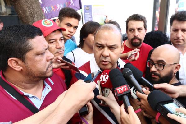Vagner Freitas fala com a imprensa em coletiva sobre o 1º de Maio. Foto: Dino Santos