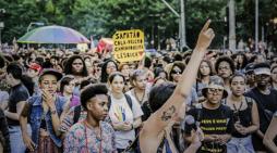 Mulheres relatam casos de assédio e violência durante Parada LGBT