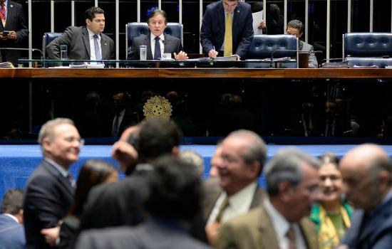 Senado aprova requerimento de urgência para votar reforma trabalhista em plenário