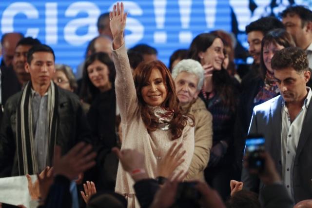 Argentina interrompe apuração de primárias em meio a 'empate' entre Cristina e macrista