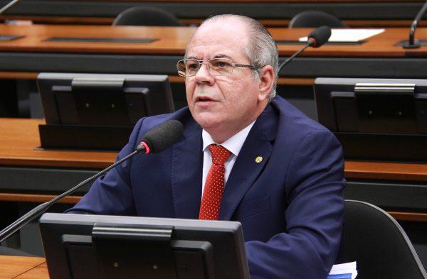 Comissão aprova fim das coligações e regra que pode reduzir número de partidos