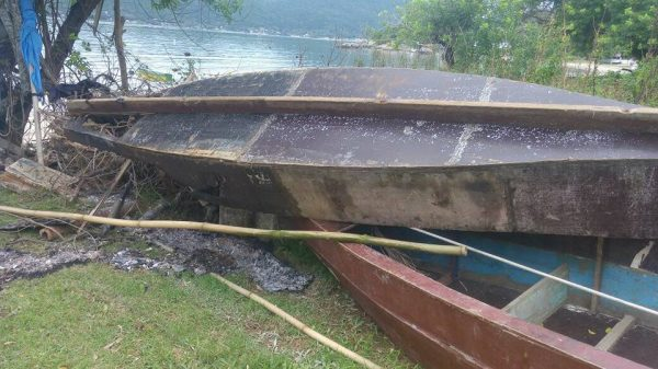Barcos de indígenas da TI Morro dos Cavalos são incendiados por moradores da Enseada do Brito