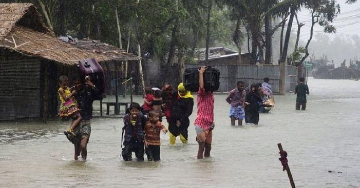 Enchente em Bangladesh mata mais de 100 e deixa 5,6 milhões desabrigados