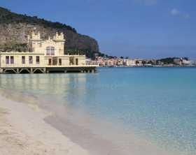 Praia em Palermo: Mondello